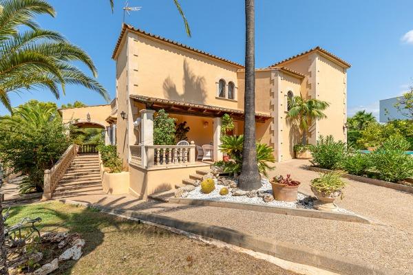 Mediterrane Villa mit Teilmeerblick in die Bucht von Santa Ponsa