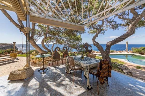 Villa mit direktem Meerzugang in einzigartiger Lage von Portopetro