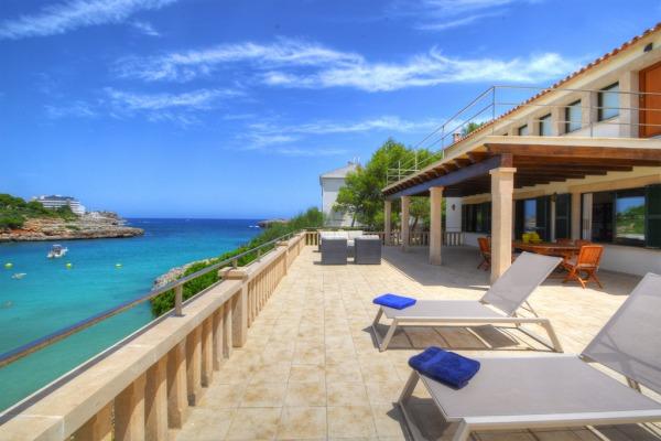 Mediterrane Villa in erster Meereslinie in der Cala Marcal