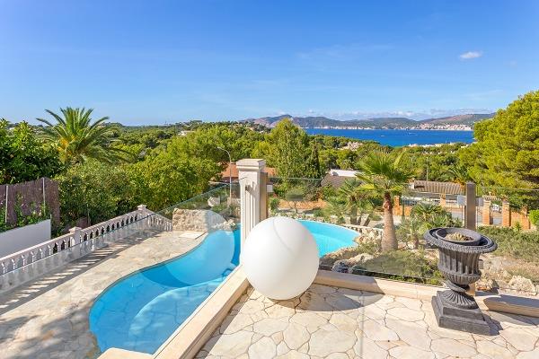 Villa mit herrlichem Meerblick und vielen Terrassen in Santa Ponsa