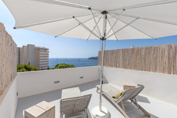 Helles, modernes Penthouse mit Meerblick in Strandnähe von Palmanova