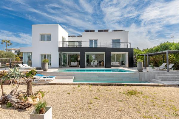 Moderne Villa in ruhiger Wohnlage mit Blick in die Bucht von Palma