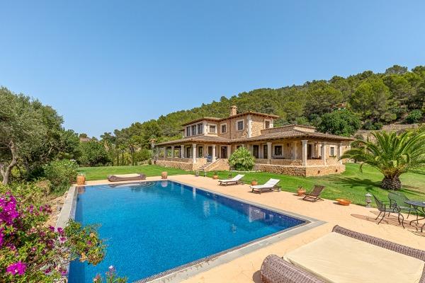 Großzügiges Finca-Anwesen mit Pool in ruhiger Lage nahe Santa Magdalena