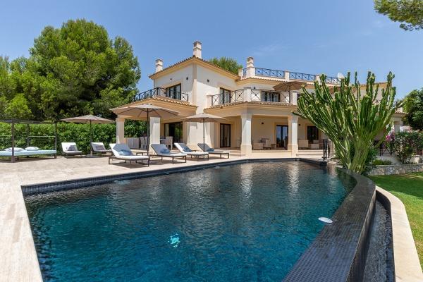 Mediterrane Villa mit wunderschön angelegtem Garten in Nova Santa Ponsa