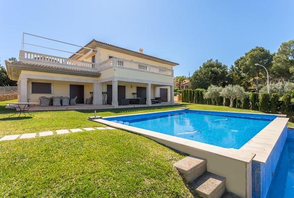 Elegante Villa mit Panoramablick bis zur Bucht